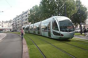 Tramway reliant Valenciennes à Denain