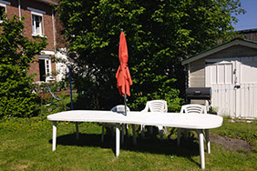 Jardin avec arbres fruitiers et terrasse